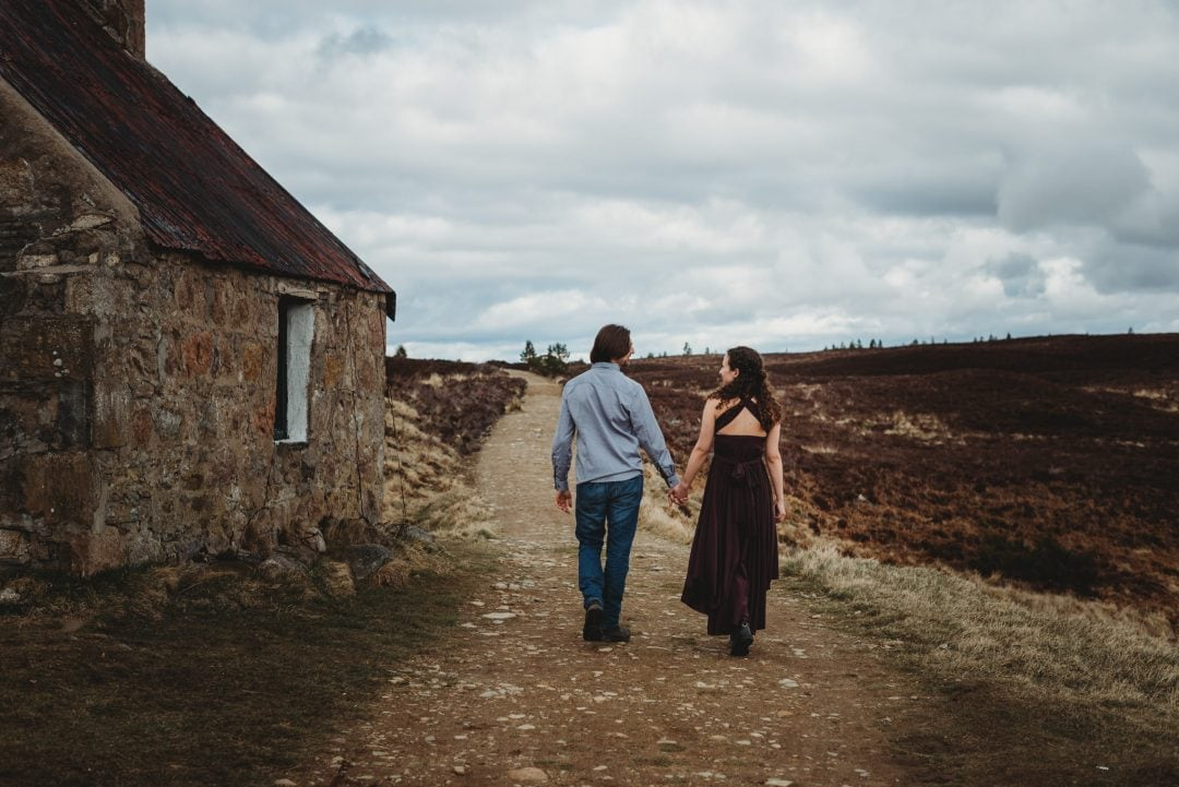 Romantic elopement at bothy in Aviemore, Scottish Highlands