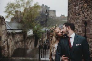 Adventure elopement couple in The Vennel, Edinburgh city centre - Edinburgh Castle