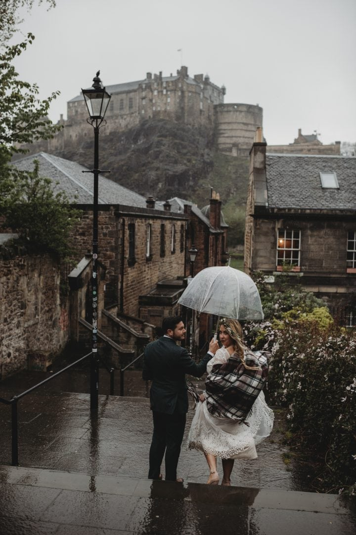 Adventure elopement couple in The Vennel, Edinburgh city centre - Edinburgh Castle