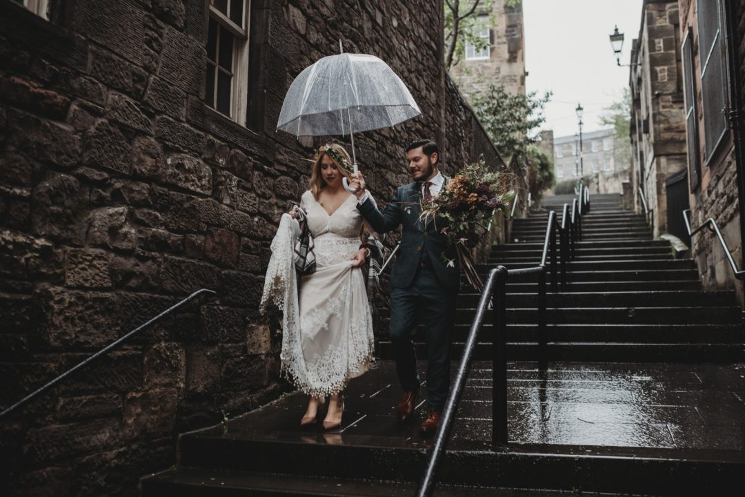 Adventure elopement couple in The Vennel, Edinburgh city centre