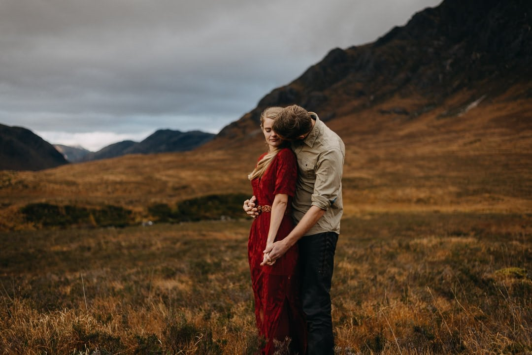 Intimate moment for elopement styled session in Glencoe, Buachaille Etive Mòr