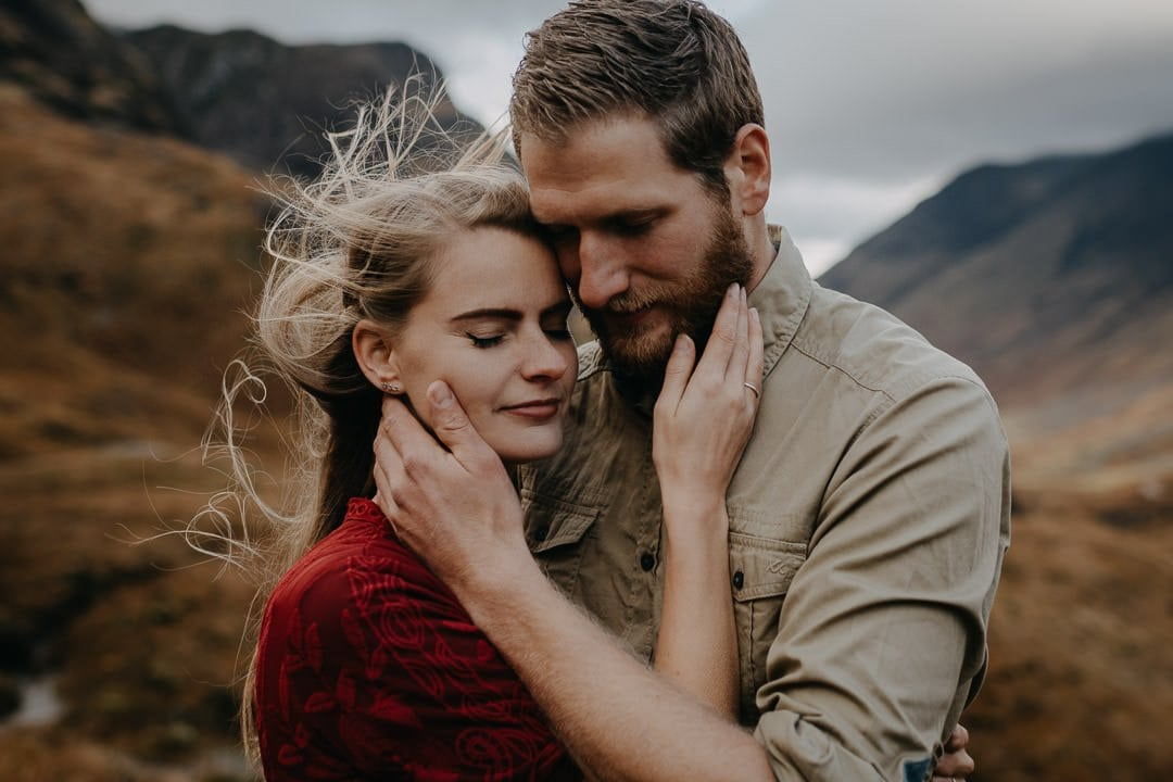 Intimate romantic moody engagement photoshoot whilst visiting Scotland