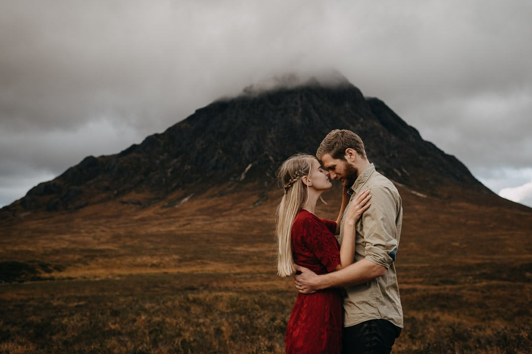Romantic engagement experience for a couple visiting the Scottish HIghlands