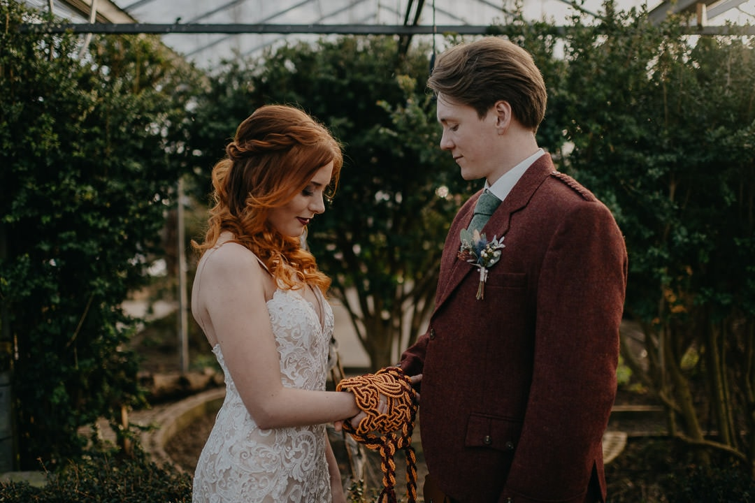 Get handfasted during your Scottish elopement