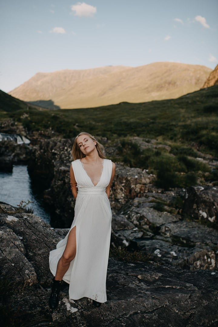 Bride eloping in the Scottish Highlands