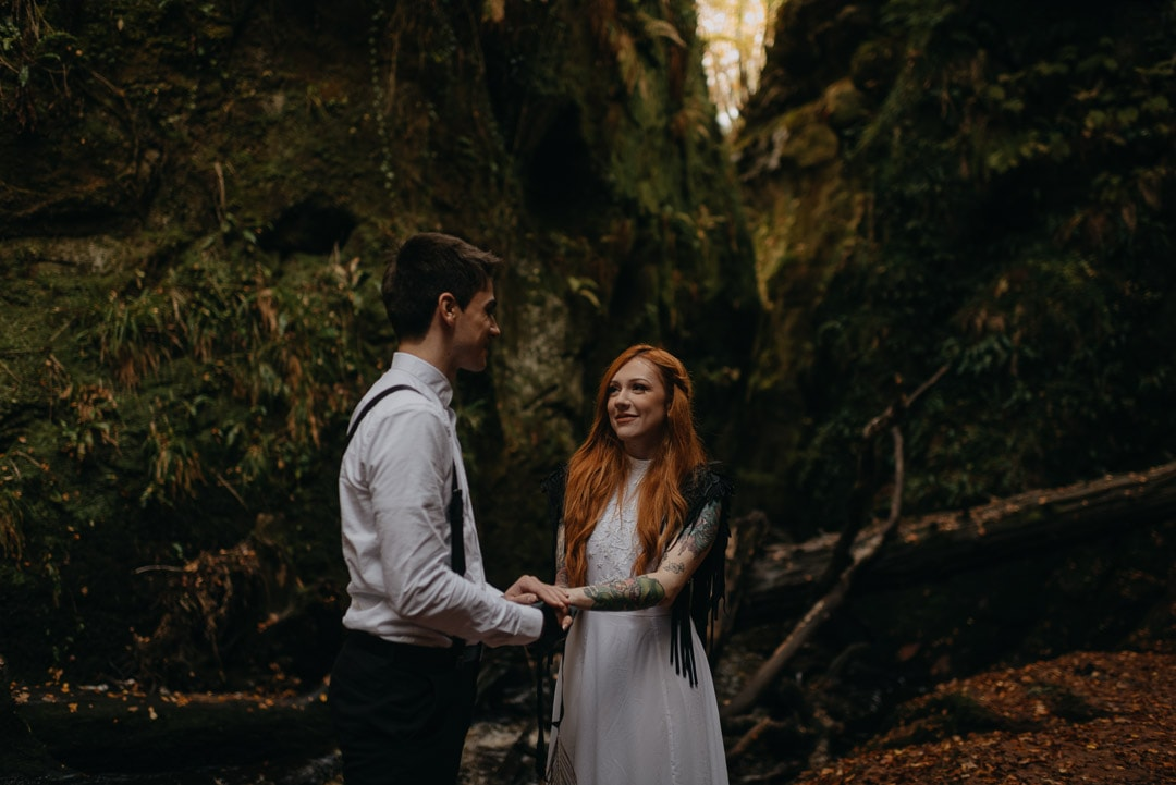 devil's pulpit elopement ceremony - handfasting