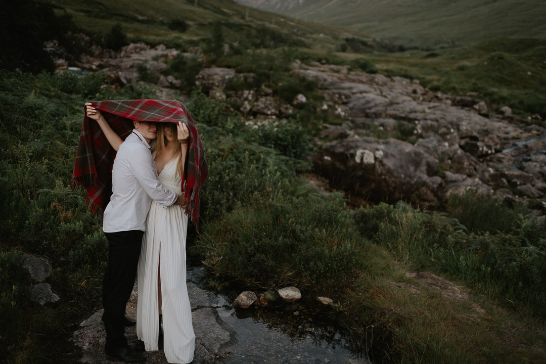 coping with midges on elopement day